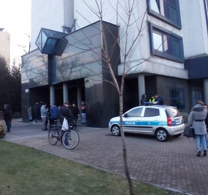 Zgłoszenie podłożenia bomby powodem ewakuacji Niechcica